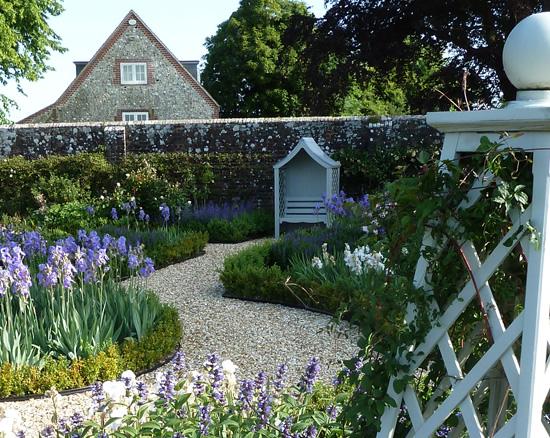 Garden design portfolio for hamshire country houses and for Country garden design